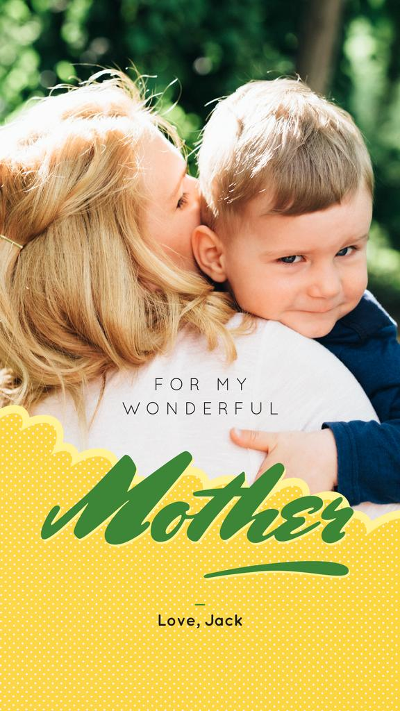 Happy mother hugging Son on Mother's Day — Crear un diseño