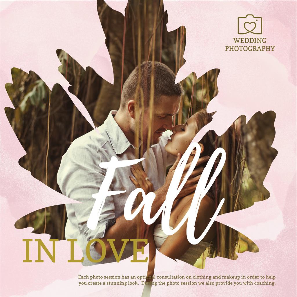 Loving couple at Wedding photo shoot in autumn — Створити дизайн