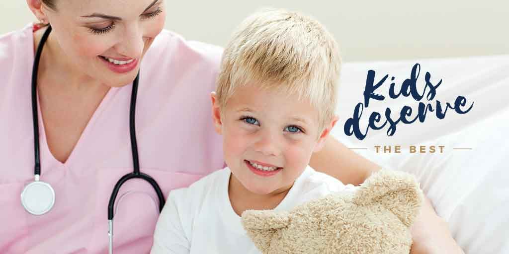 Kids Healthcare Pediatrician Examining Child | Twitter Post Template — Crear un diseño
