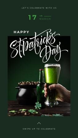 Saint Patrick's Day beer glass in hand Instagram Story Modelo de Design