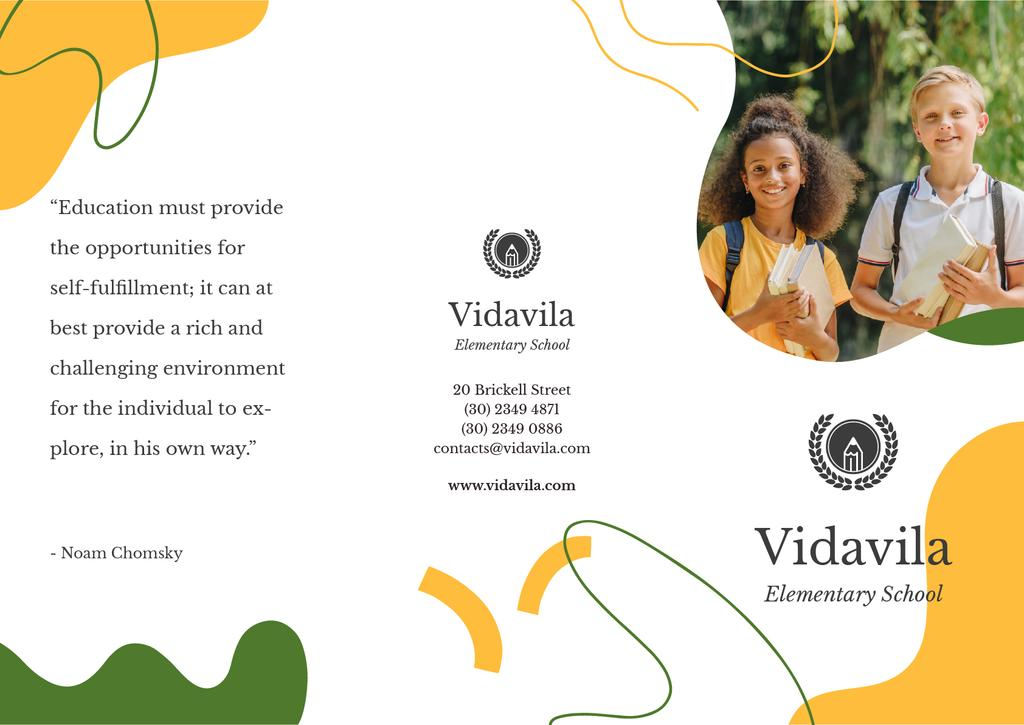 School Ad with Smiling Kids reading Book — Crear un diseño