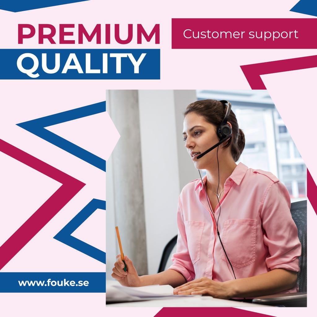 Customers Support Consultant Talking in Headset | Instagram Ad Template — Modelo de projeto