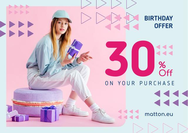 Birthday Offer Girl with Gifts in Purple Cardデザインテンプレート