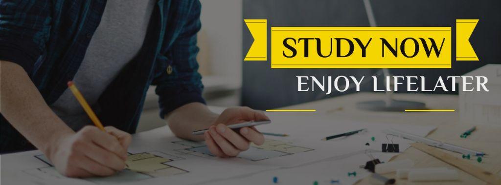 Student working with blueprints — Maak een ontwerp