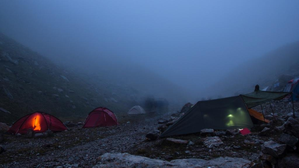 Tent town in the foggy Mountains — Создать дизайн