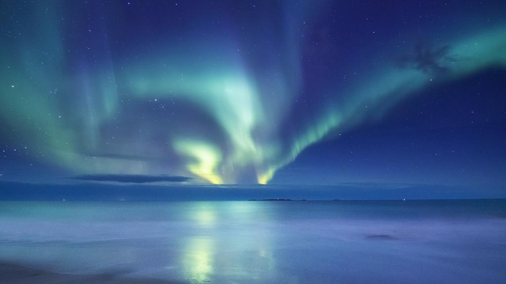 Night Sky with Northern Lights — Crea un design
