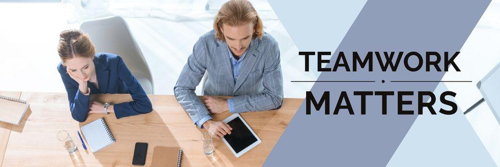 Teamwork Concept Colleagues Working in Office — Modelo de projeto
