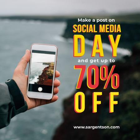 Social Media day Offer with Hand holding smartphone Instagramデザインテンプレート