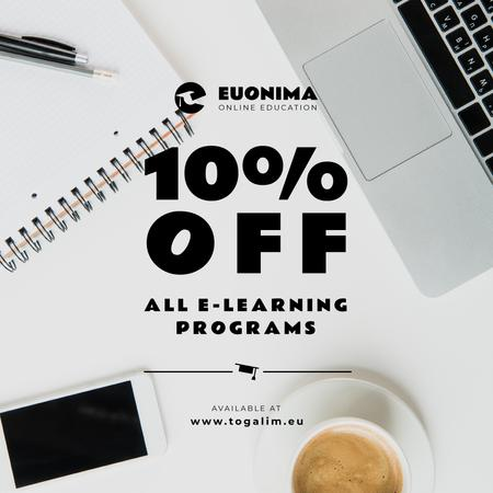 Online Courses Ad with Coffee and laptop Instagram Modelo de Design