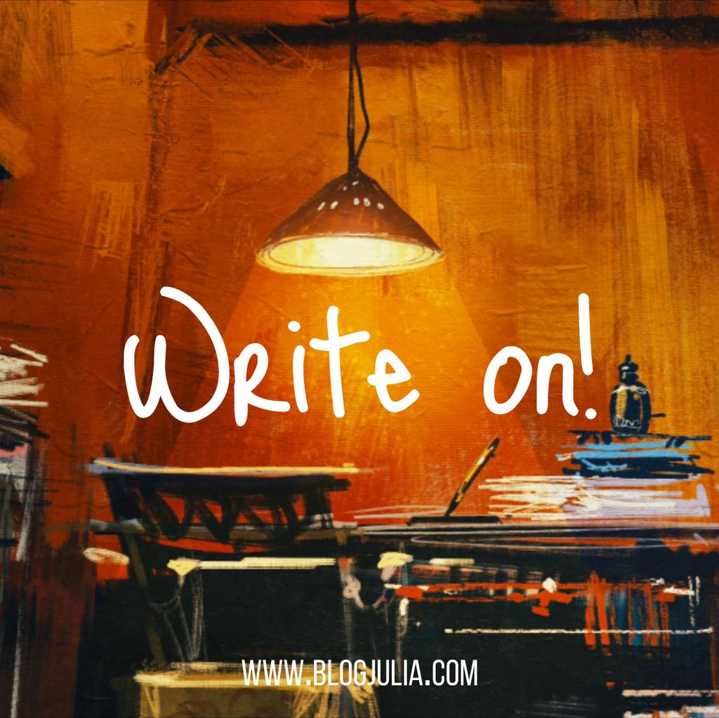 Writers workplace in mess — Créer un visuel
