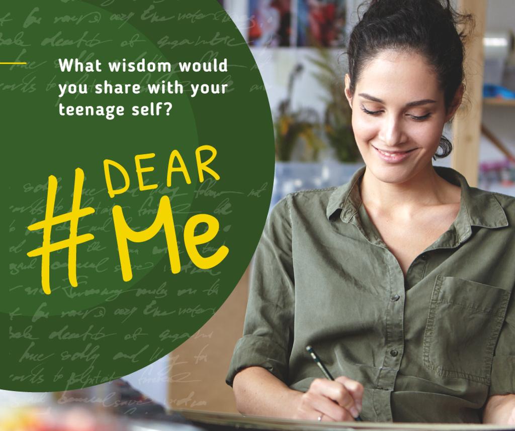 Smiling woman writing — Crear un diseño