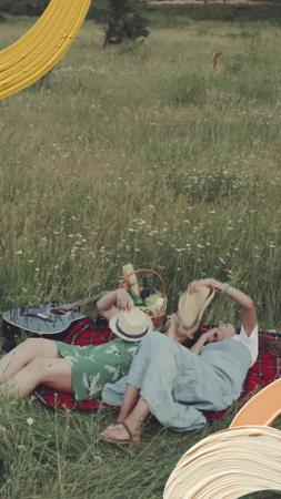 Plantilla de diseño de Summer Leisure Young People at Picnic TikTok Video