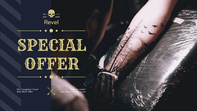 Modèle de visuel Tattoo Studio Ad Man Getting Tattoo  - Full HD video