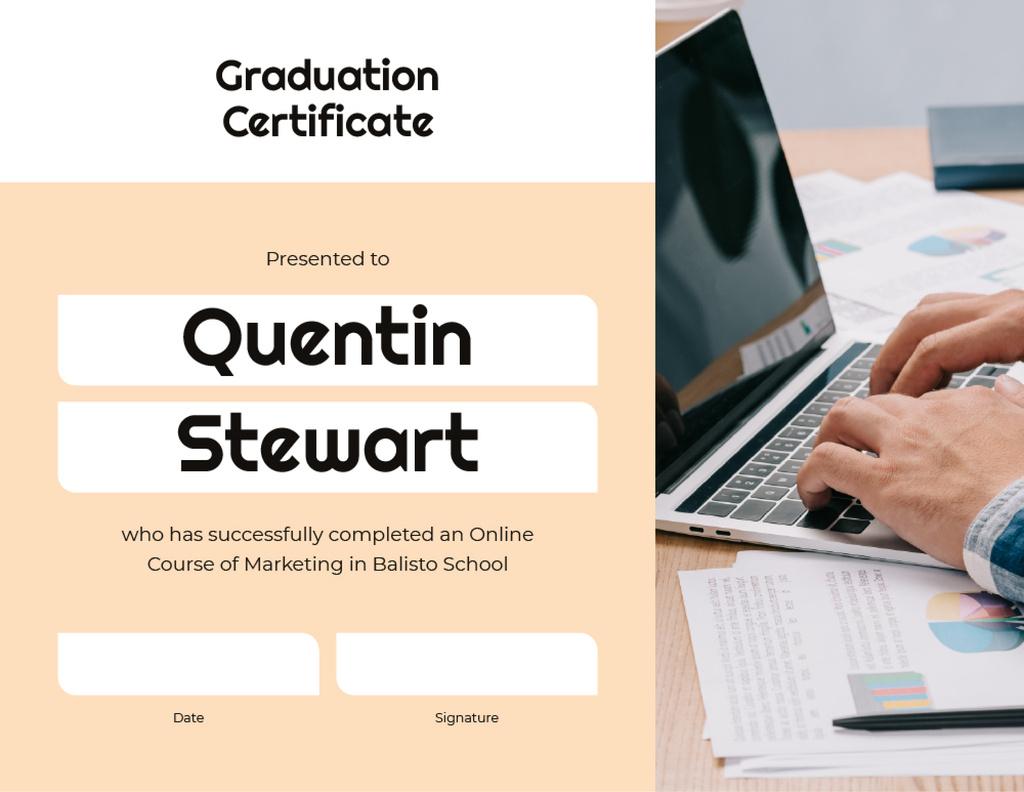 Modèle de visuel Online Marketing Program Graduation with laptop - Certificate