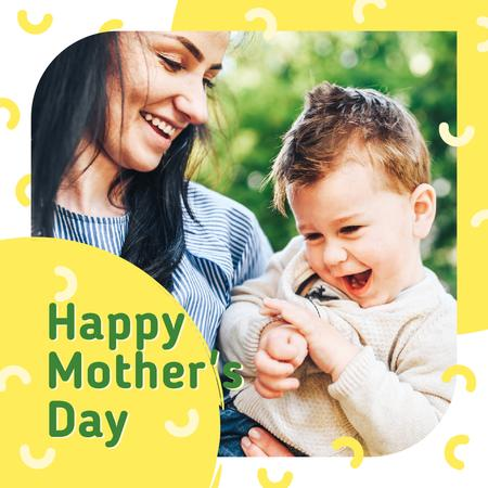 Happy mother with her son on Mother's Day Instagramデザインテンプレート