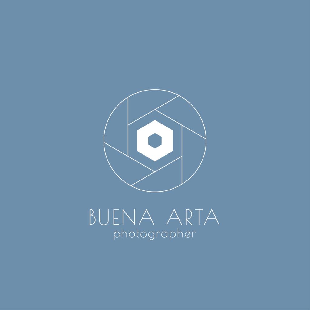 Photo Services Ad with Camera Shutter in Blue Logo Modelo de Design