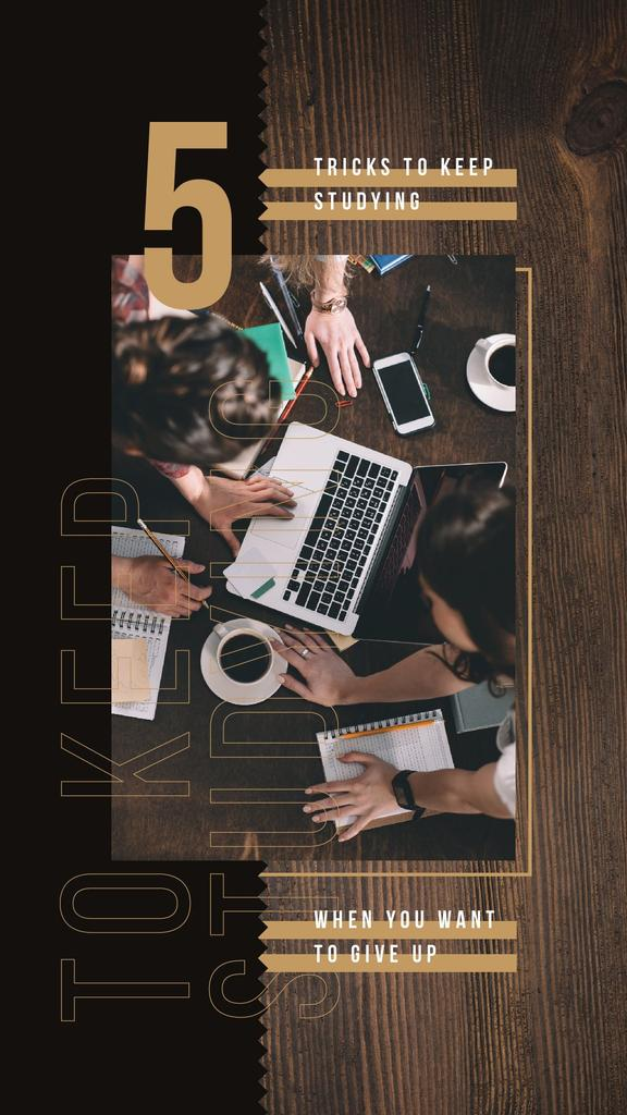 People working on laptop Instagram Story – шаблон для дизайна