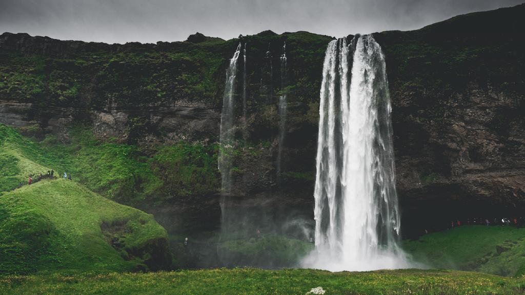 Fascinating landscape of Waterfall — Maak een ontwerp