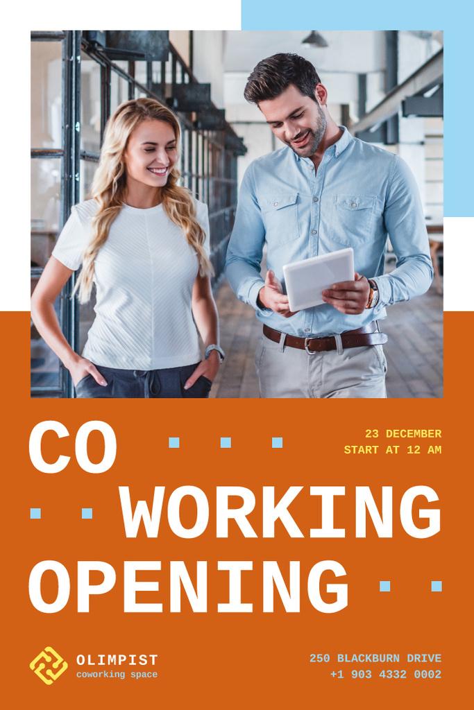 Colleagues Using Tablet in Coworking - Bir Tasarım Oluşturun