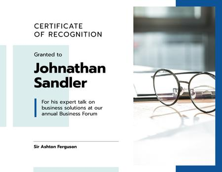 Template di design Business Forum talk Recognition with glasses in blue Certificate