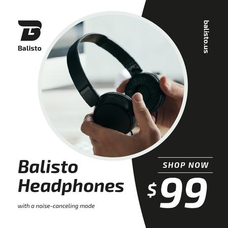 Man holding black Headphones Instagram – шаблон для дизайну