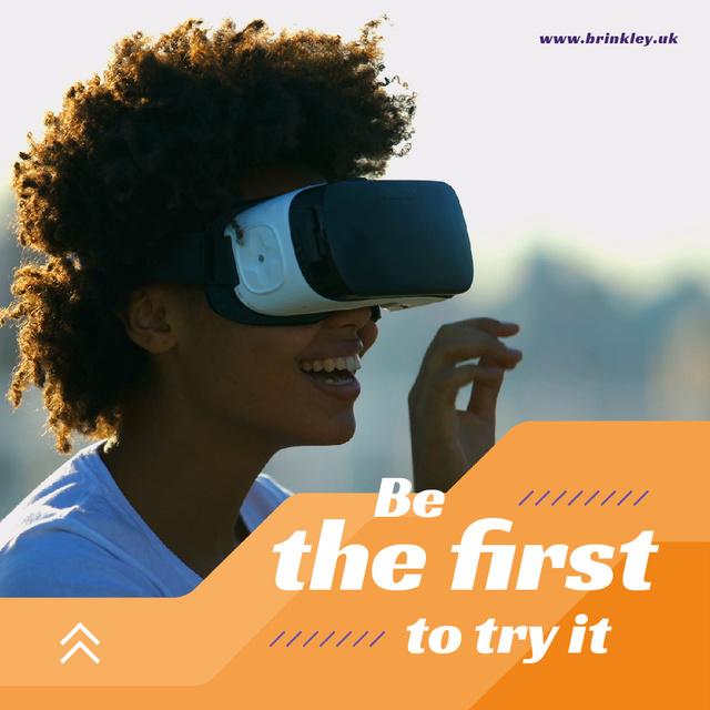 Designvorlage Innovative Technology Ad Woman Using VR Glasses für Animated Post