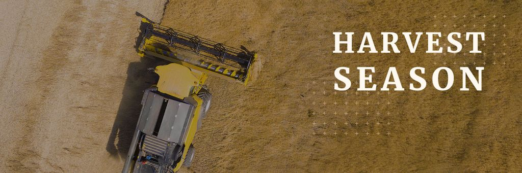 Agricultural Harvester Working in Field — Créer un visuel
