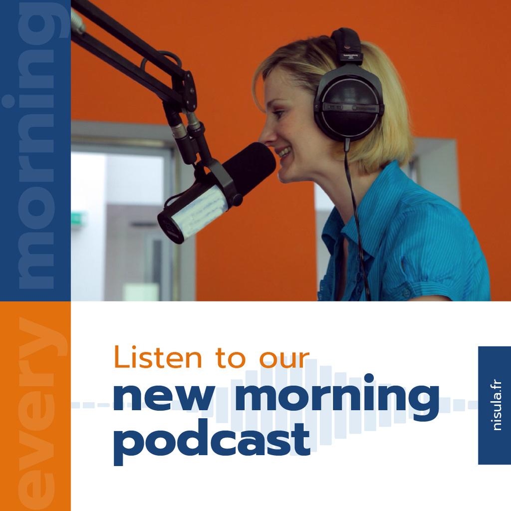 Radio Podcast Announcement Smiling Presenter — Créer un visuel