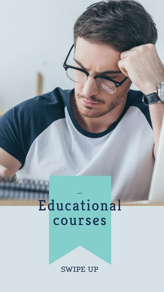 Student writing at Educational course — Créer un visuel