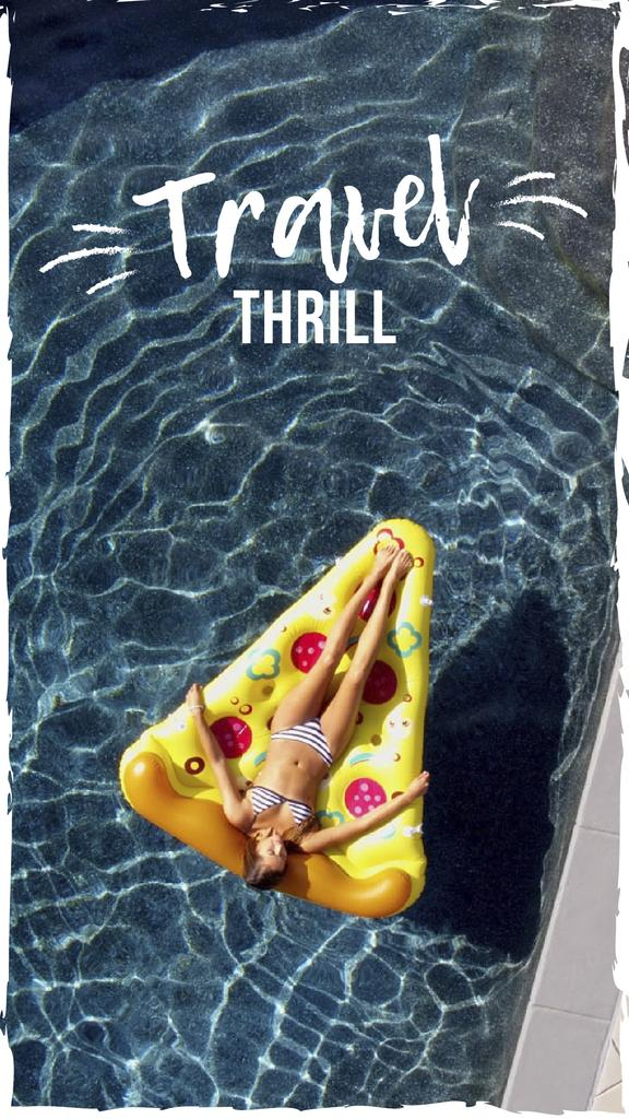 Woman with resting in pool — Crear un diseño
