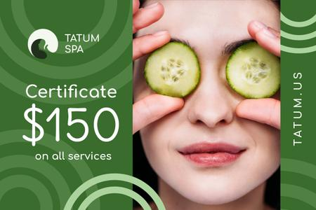 Plantilla de diseño de Spa Offer with Woman with Cucumbers on Face Gift Certificate