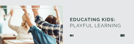 Plantilla de diseño de Education Program with Students in Classroom Email header