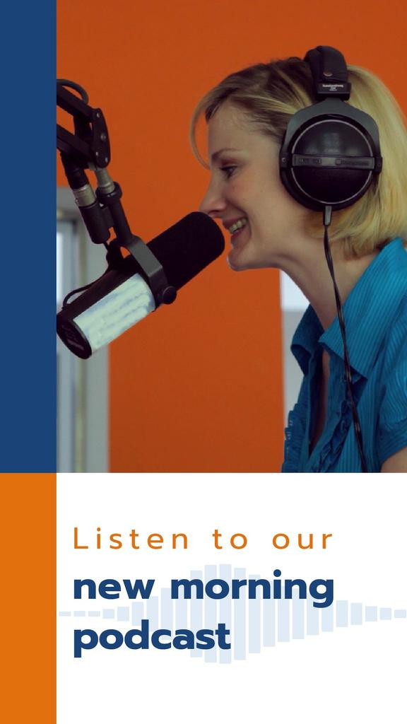 Radio Podcast Announcement Smiling Presenter — Crear un diseño