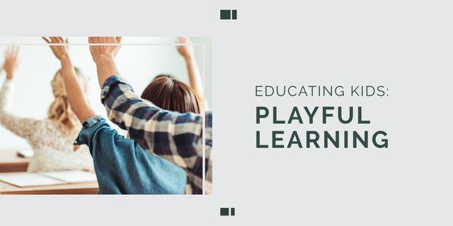 Plantilla de diseño de Education Program with Students in Classroom Twitter