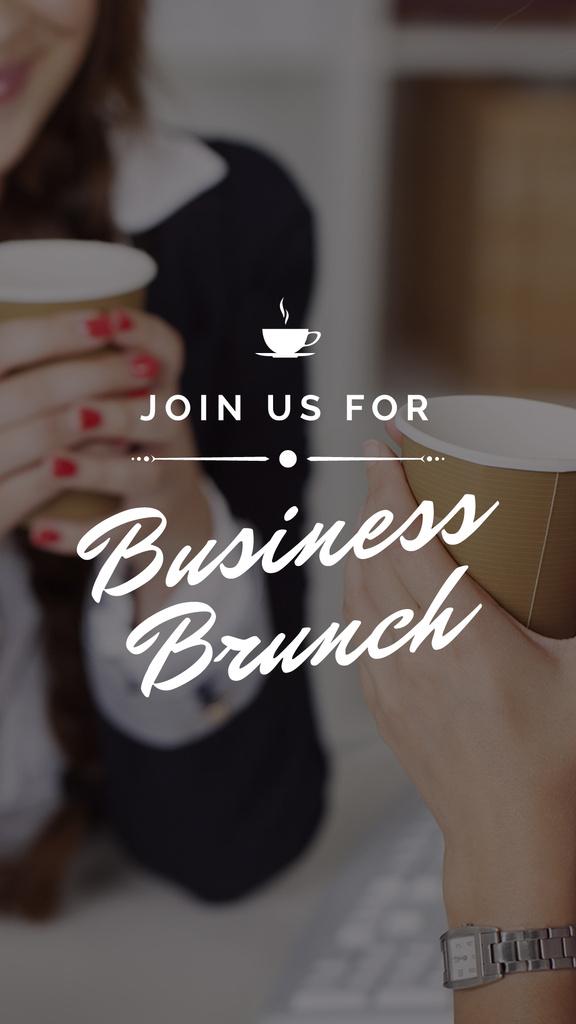 Business Women holding Coffee cups — Modelo de projeto