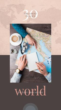 Choosing destination on a map Instagram Story Modelo de Design