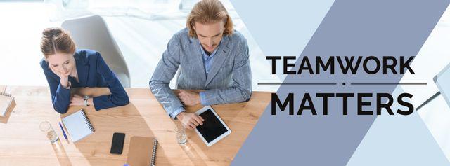 Modèle de visuel Teamwork Concept Colleagues Working in Office - Facebook cover