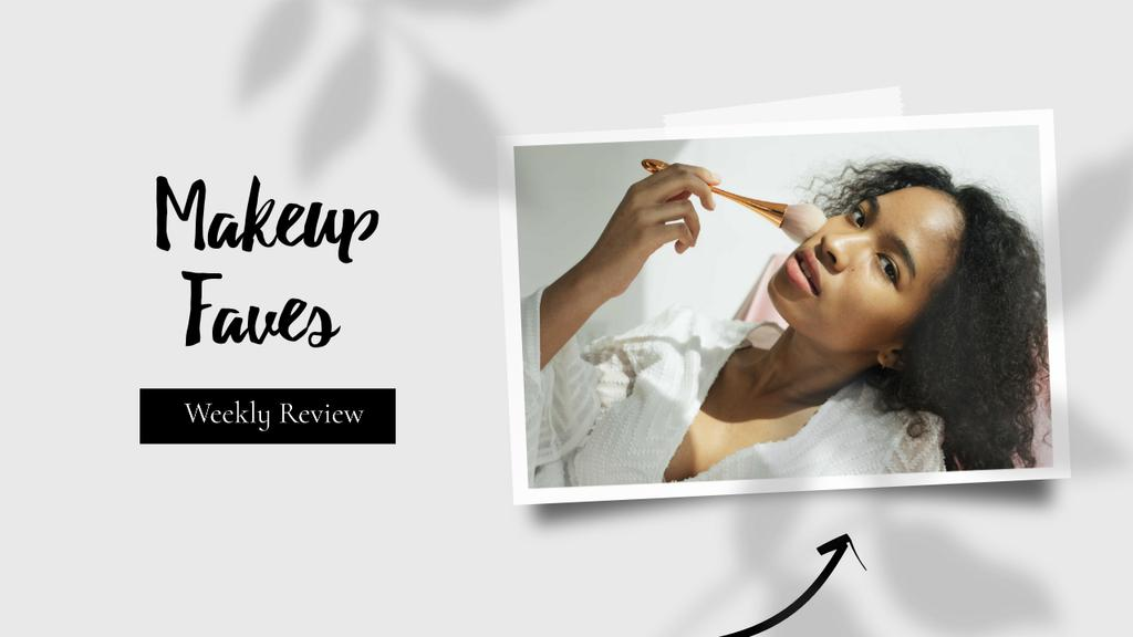 Makeup Review Ad Attractive Woman holding Brush — Modelo de projeto