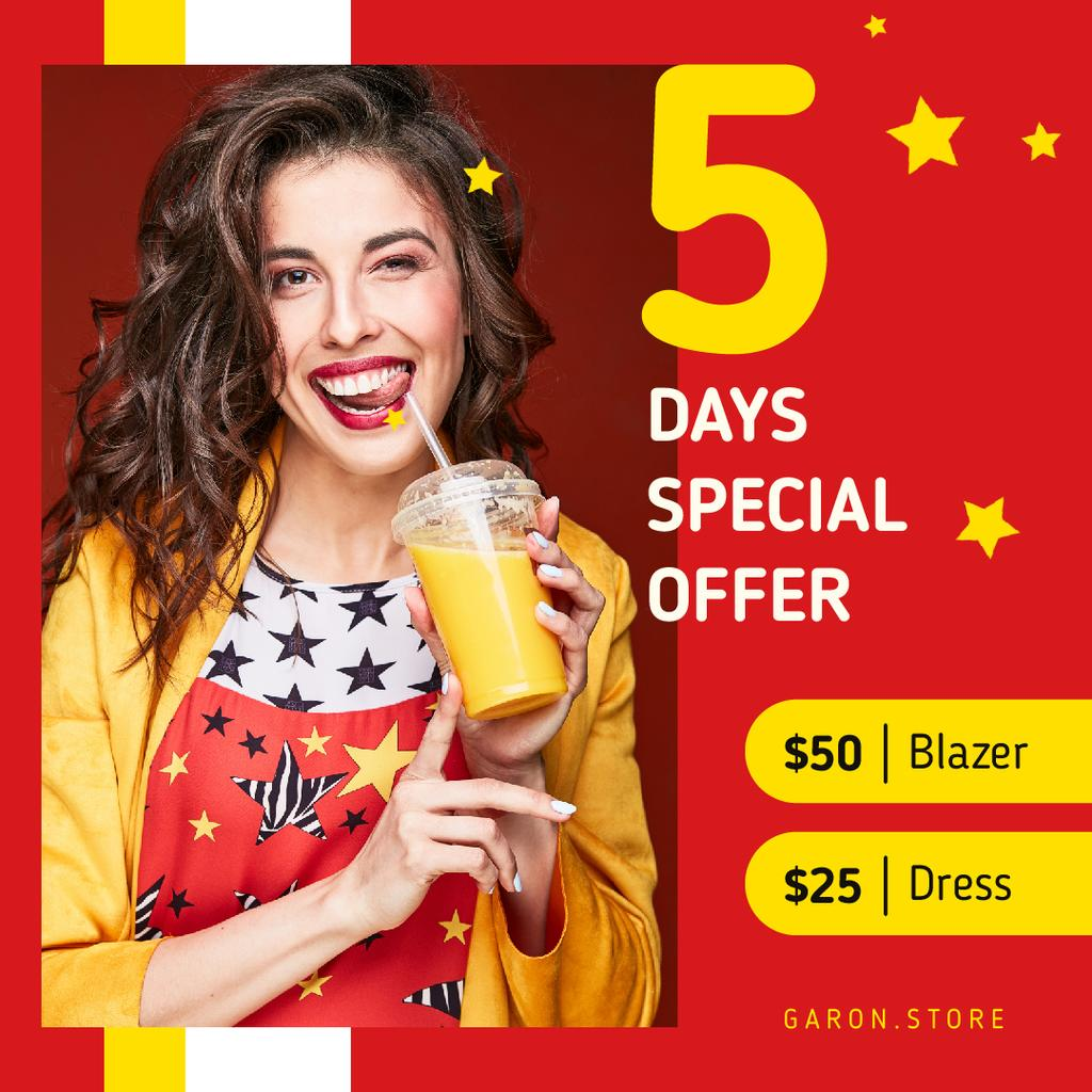 Drinks Offer Smiling Woman with Cup To-Go | Square Video Template — Crear un diseño