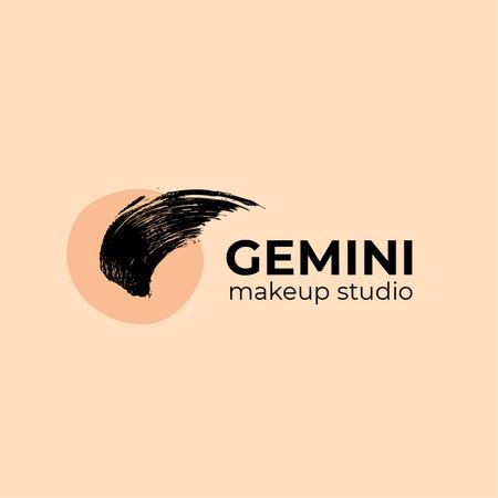 Make-Up Studio Ad with Paint Smudge in Pink Logo Modelo de Design