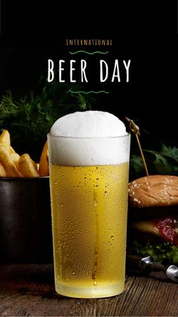 Ontwerpsjabloon van Instagram Story van Beer Day Offer Glass and Snacks