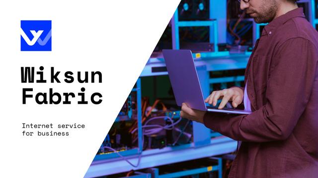 Internet Services Ad with Man with Laptop by Servers Presentation Wide Tasarım Şablonu