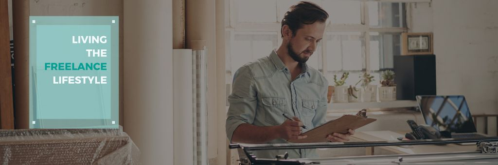 Young man working at home, freelance lifestyle concept — Modelo de projeto