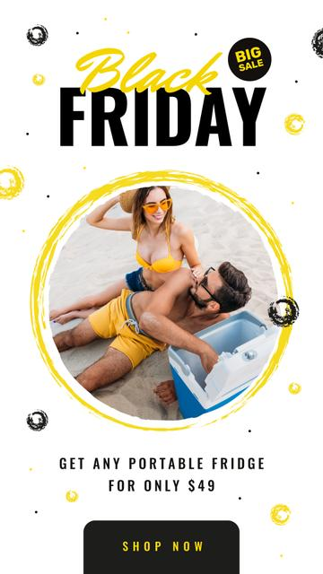 Modèle de visuel Black Friday Sale Couple at the beach with cooler - Instagram Story