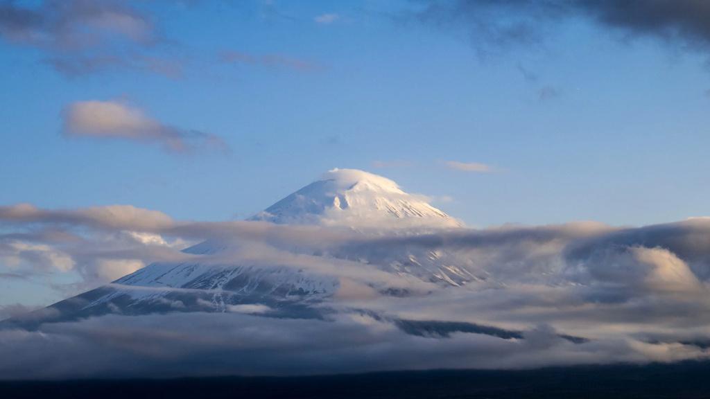 Snowy Mountain with clouds — Создать дизайн