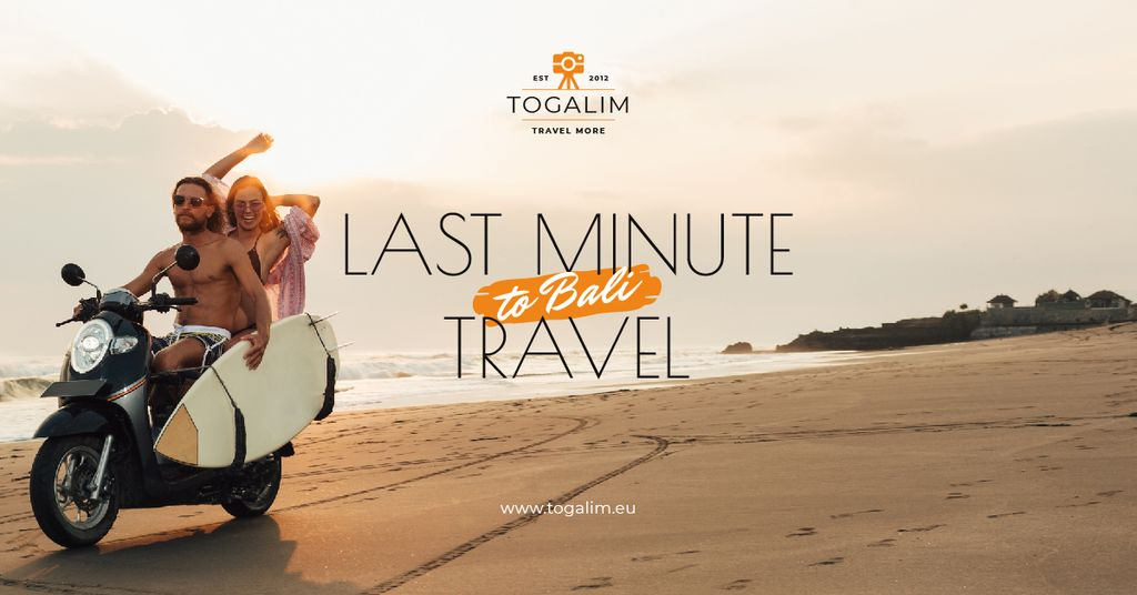 Modèle de visuel Last Minute Travel Offer Couple with Board on Scooter - Facebook AD