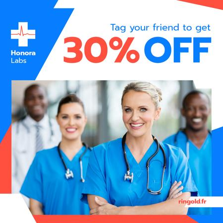 Clinic Promotion Smiling Doctors Team with Stethoscopes Instagram AD Modelo de Design