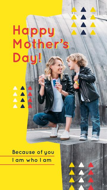 Happy mother with her son on Mother's Day Instagram Storyデザインテンプレート