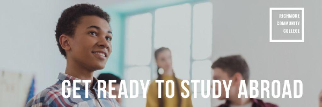 Abroad Education Program with Students in Classroom — Crear un diseño
