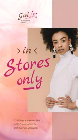 Clothes Store offer Woman in White Outfit Instagram Video Story Modelo de Design